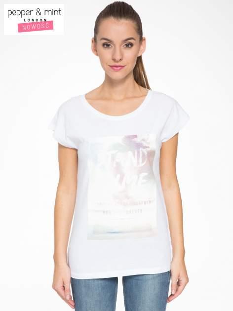 Biały t-shirt z napisem STAND BY ME                                  zdj.                                  1
