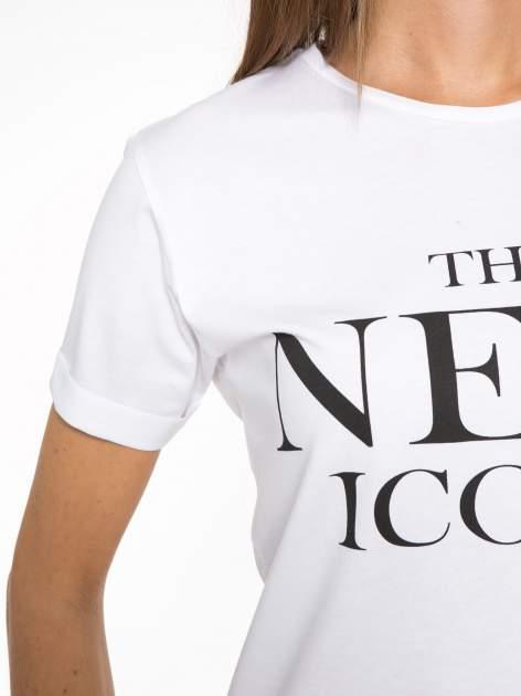 Biały t-shirt z napisem THE NEW ICONS                                  zdj.                                  6