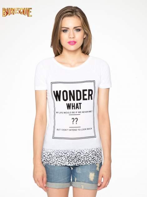Biały t-shirt z napisem WONDER WHAT?                                  zdj.                                  11