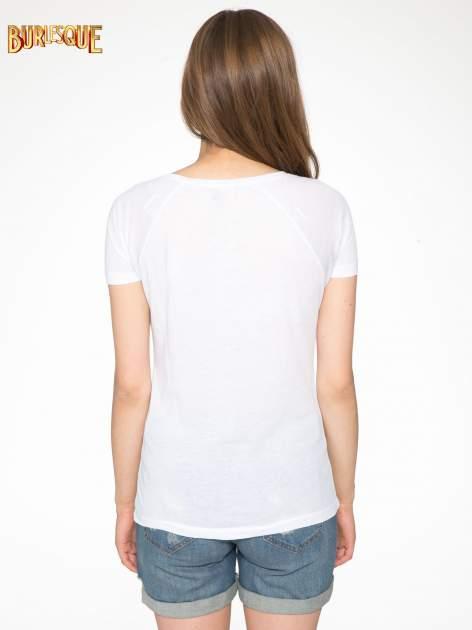 Biały t-shirt z napisem WONDER WHAT?                                  zdj.                                  4