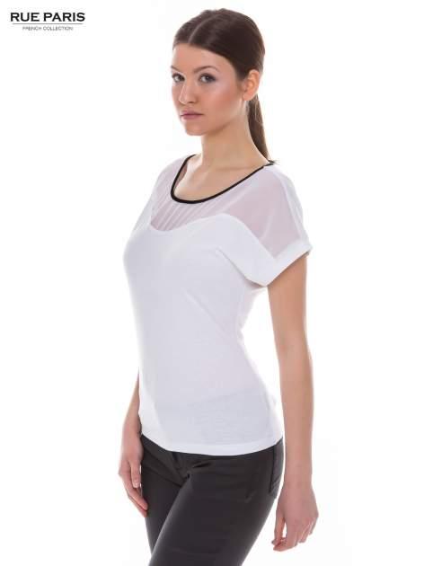 Biały t-shirt z siateczkową górą i kontrastową lamówką                                  zdj.                                  2