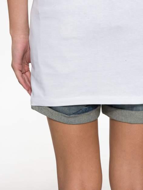 Biały t-shirt z tekstowym nadrukiem i znakami chińskimi                                  zdj.                                  12