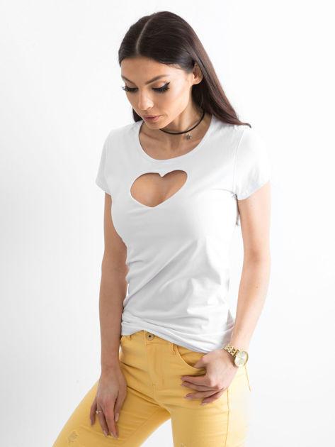Biały t-shirt z wycięciem sercem                              zdj.                              1