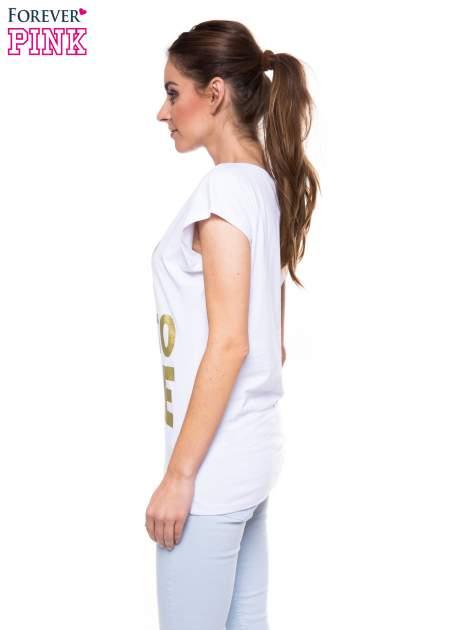 Biały t-shirt ze złotym nadrukiem korony i napisem BORN TO SHINE                                  zdj.                                  3
