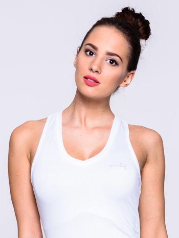 Biały top fitness z dekoltem V                                  zdj.                                  4