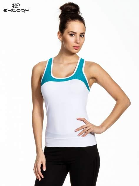 Biały top sportowy z siateczką i skrzyżowanymi ramiączkami                                  zdj.                                  1