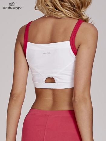 Biały top stanik sportowy z różowymi ramiączkami i wycięciem z tyłu                                  zdj.                                  4