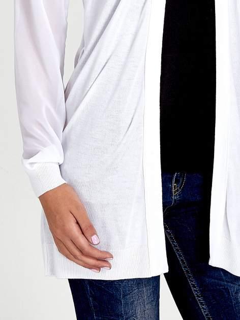Biały wiązany sweter z przezroczystymi rękawami                                  zdj.                                  5
