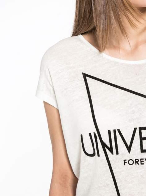 Blady ecru t-shirt z nadrukiem UNIVERSITY FORVER                                  zdj.                                  5