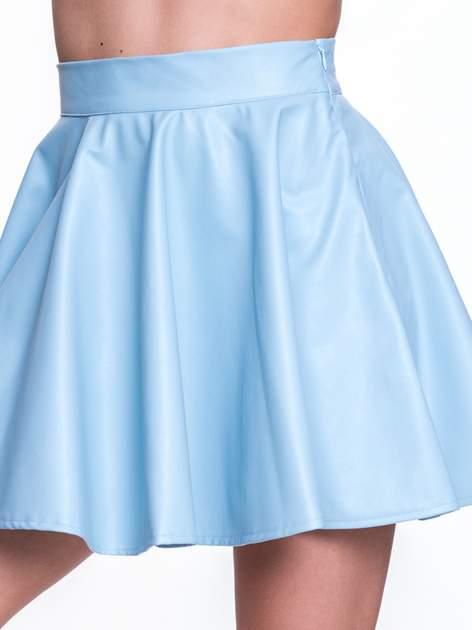 Błękitna mini spódnica skater ze skóry                              zdj.                              5
