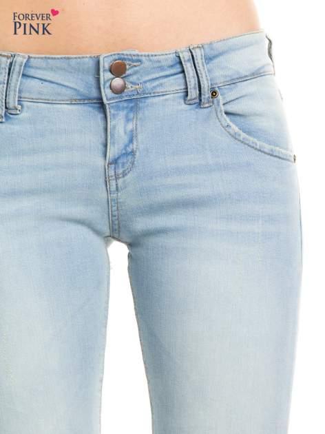 Błękitne jeansy biodrówki na dwa guziki                                  zdj.                                  6