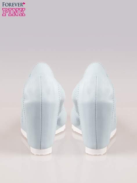 Błękitne siateczkowe buty na koturnie                                  zdj.                                  3