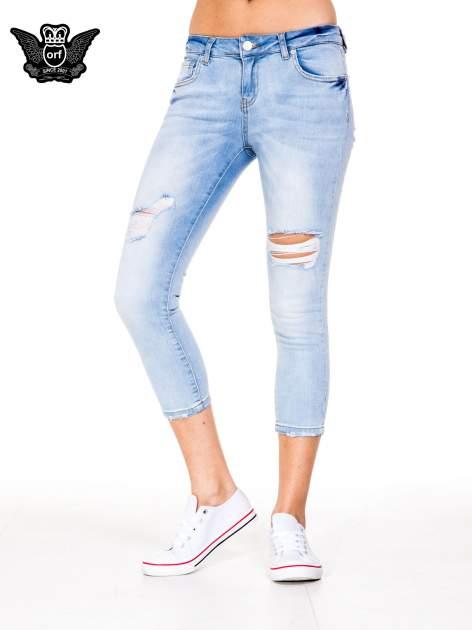 Błękitne spodnie skinny jeans do połowy łydki z rozdarciami