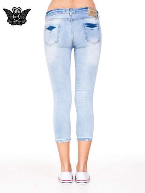 Błękitne spodnie skinny jeans do połowy łydki z rozdarciami                                  zdj.                                  5