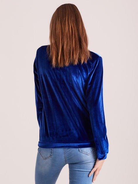 Bluza damska welurowa z błyszczącymi kamykami niebieska                              zdj.                              2