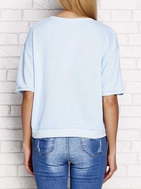 Bluza z nadrukiem wilka i ćwiekami niebieska