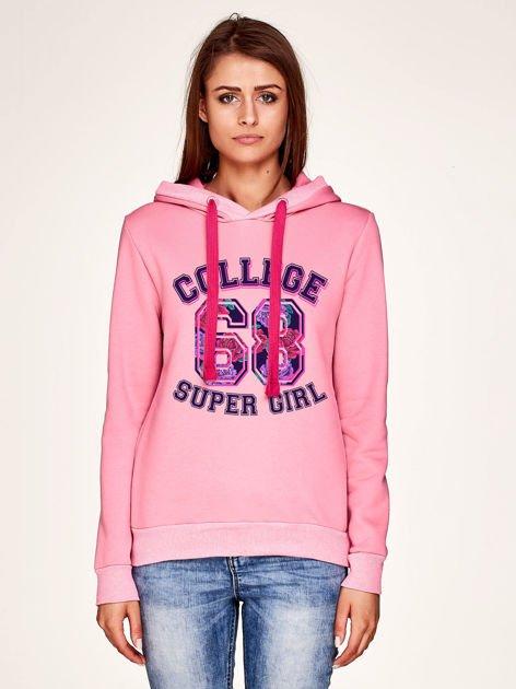 Bluza z napisem COLLEGE SUPER GIRL 68 i kapturem różowa