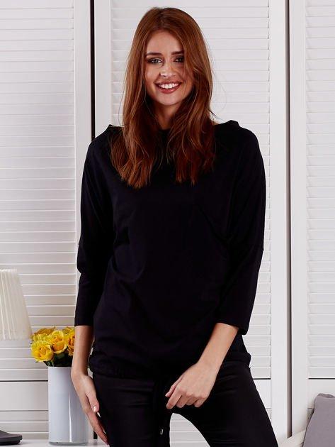 Bluzka damska oversize z kieszenią czarna                                  zdj.                                  1