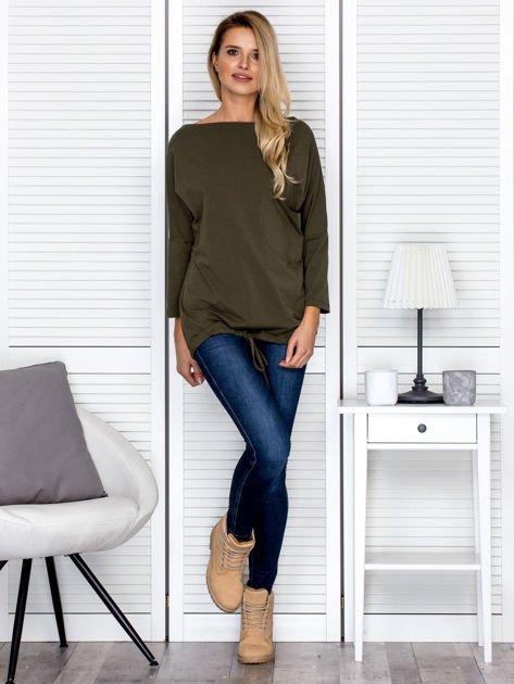 Bluzka damska oversize z kieszenią khaki                              zdj.                              4