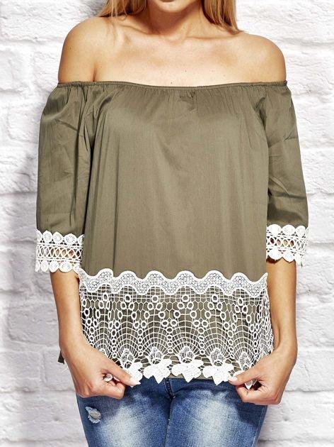 Bluzka damska z koronkowym wykończeniem khaki