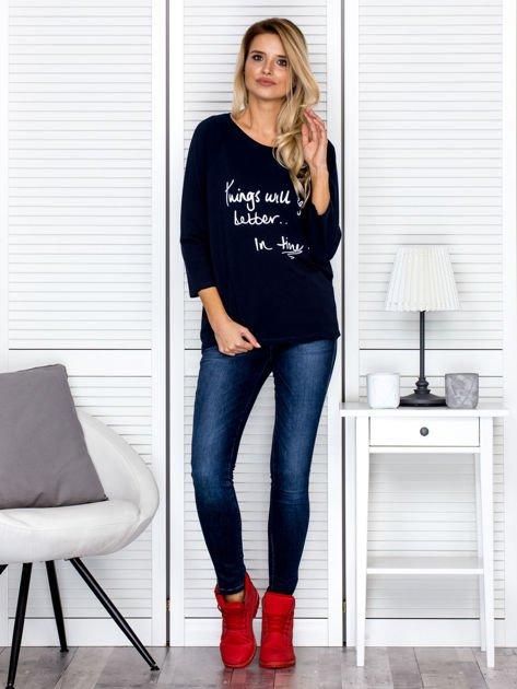 Bluzka damska z napisem granatowa                              zdj.                              4