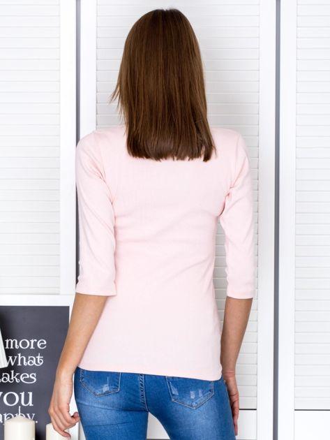 Bluzka jasnoróżowa z wycięciem na dekolcie                                  zdj.                                  2
