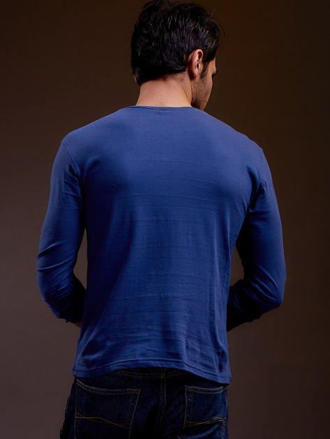 Bluzka męska z tekstowym nadrukiem niebieska                              zdj.                              2