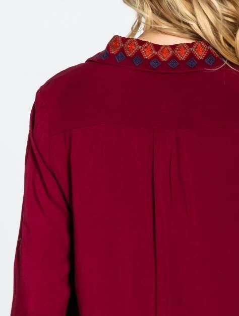Bordowa koszula z haftowanym kołnierzykiem                                  zdj.                                  7