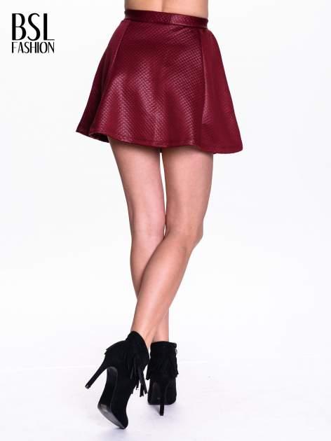 Bordowa pikowana spódnica mini ze skóry                                  zdj.                                  4