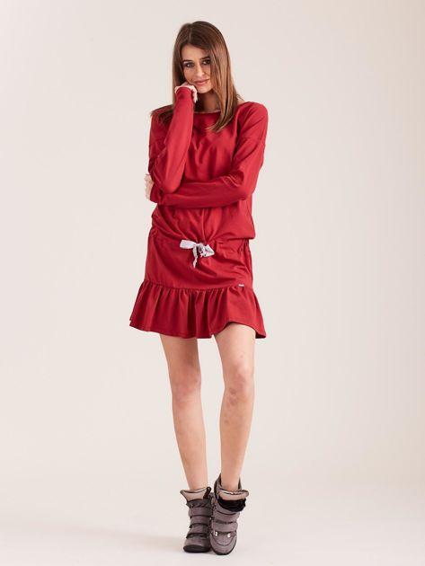 Bordowa sukienka oversize z falbaną                              zdj.                              4