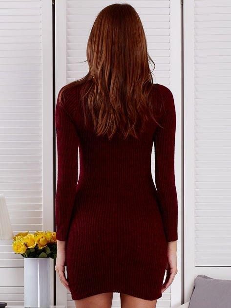 Bordowa sukienka z dekoltem lace up                              zdj.                              2