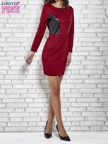 Bordowa sukienka ze skórzanymi wstawkami                                  zdj.                                  4