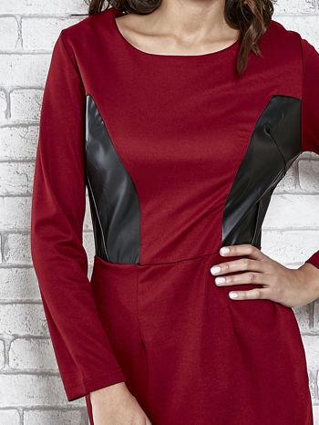 Bordowa sukienka ze skórzanymi wstawkami                                  zdj.                                  5