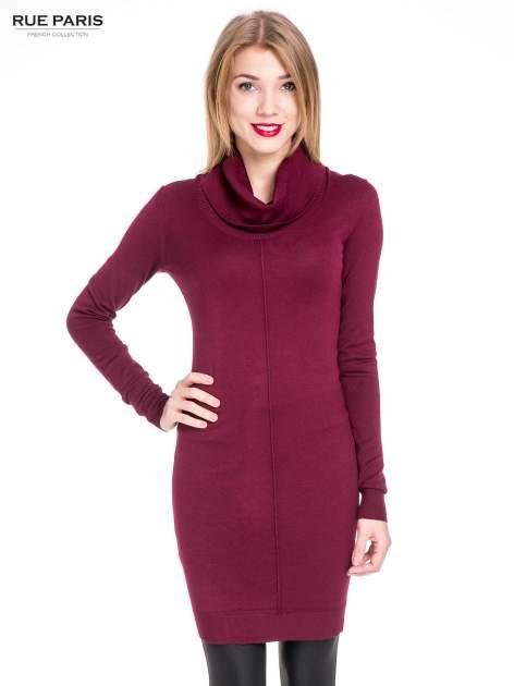 Bordowa swetrowa sukienka z golfem