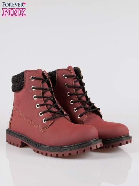 Bordowe buty trekkingowe traperki z ozdobnym kołnierzem                                  zdj.                                  2