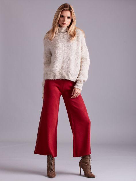 Bordowe szerokie spodnie z dzianiny                              zdj.                              4