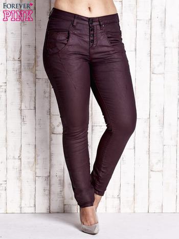 Bordowe woskowane spodnie slim PLUS SIZE                                  zdj.                                  1
