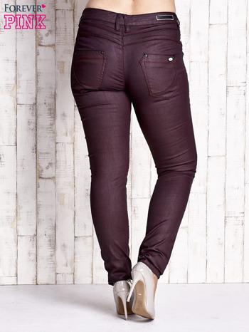 Bordowe woskowane spodnie slim PLUS SIZE                                  zdj.                                  2