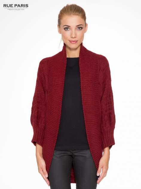 Bordowy dziergany sweter typu otwarty kardigan                                  zdj.                                  1