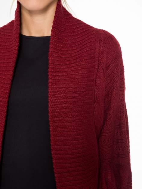 Bordowy dziergany sweter typu otwarty kardigan                                  zdj.                                  5