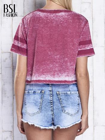 Bordowy t-shirt acid wash z literą A                                  zdj.                                  5