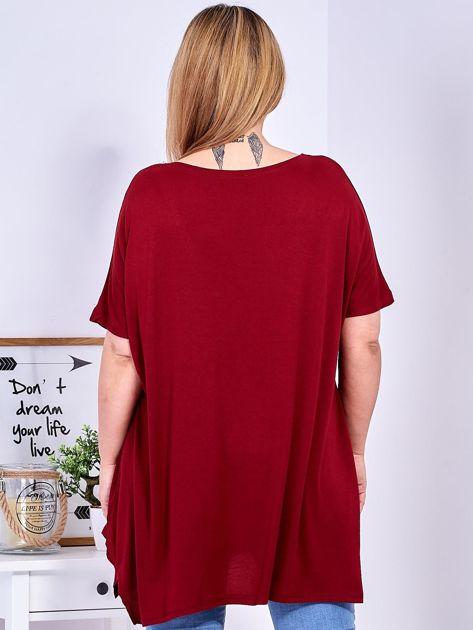 Bordowy t-shirt damski w motyle PLUS SIZE                              zdj.                              2