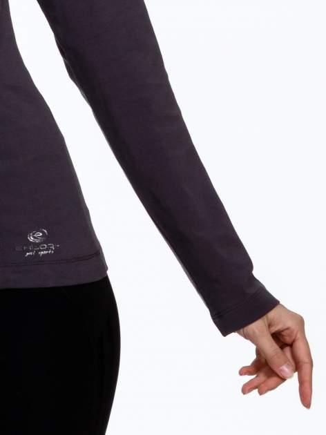 Brązowa bluzka sportowa z dekoltem U                                  zdj.                                  5