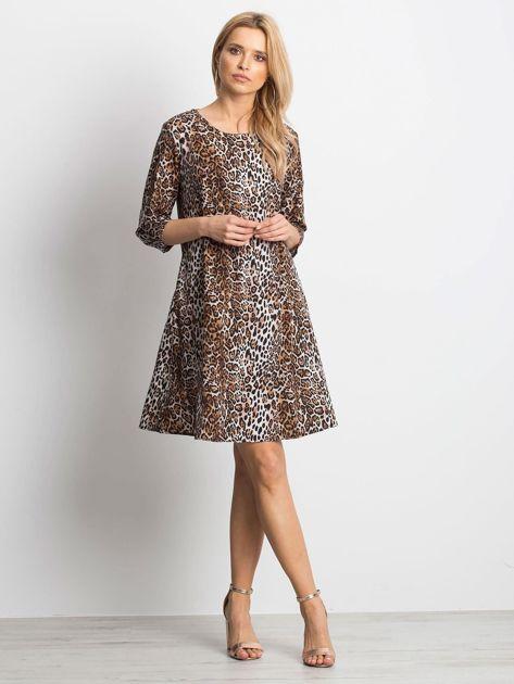 Brązowa damska sukienka w cętki                              zdj.                              3