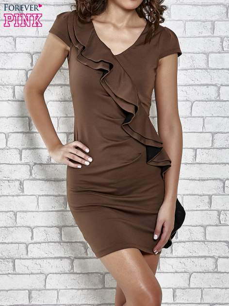 Brązowa dopasowana sukienka z poprzeczną falbaną                                  zdj.                                  1