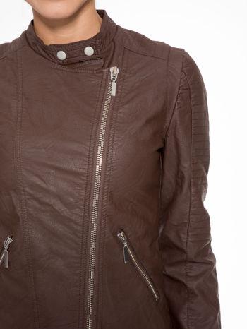 Brązowa kurtka biker z przeszyciami na ramionach                                  zdj.                                  5