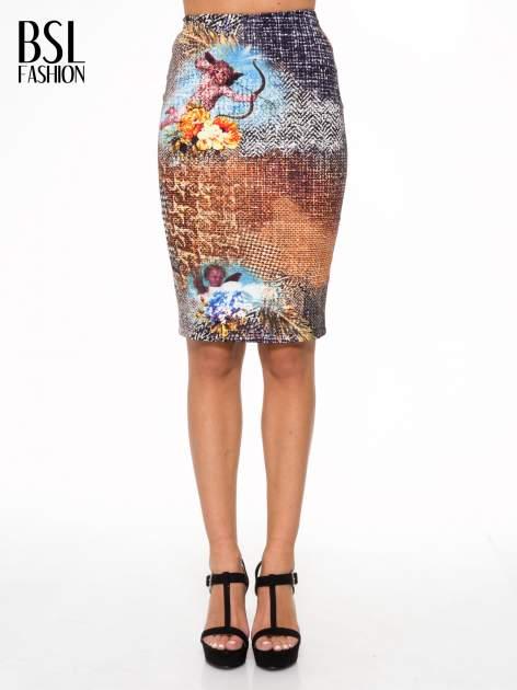 Brązowa ołówkowa spódnica z artystycznym nadrukiem                                  zdj.                                  1