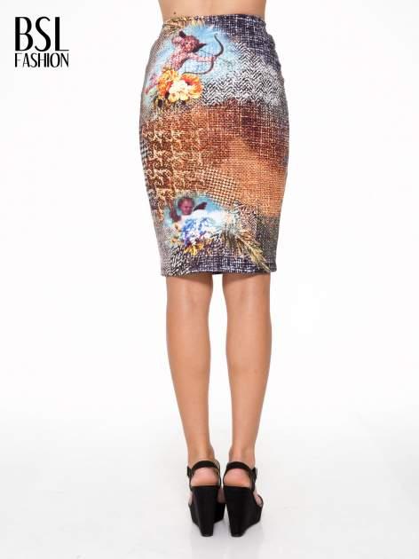 Brązowa ołówkowa spódnica z artystycznym nadrukiem                                  zdj.                                  4