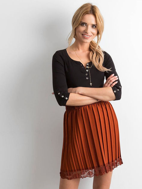 Brązowa plisowana spódnica z koronką                              zdj.                              1