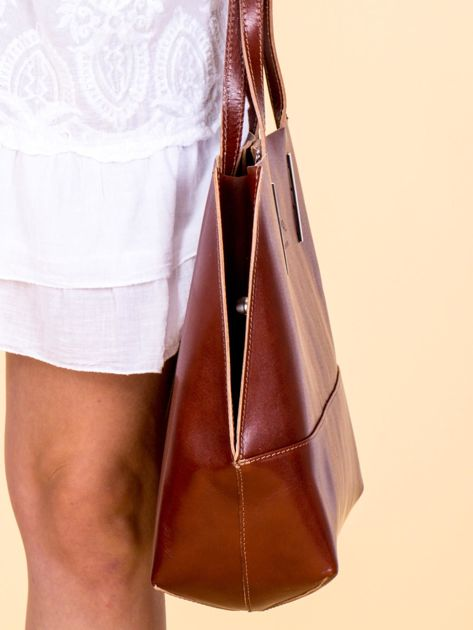 Brązowa skórzana torba damska z ozdobnymi okuciami                              zdj.                              2